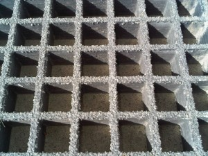 Molded-Grating for too coarse Swimming pool applications