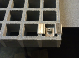 M-Clip in Molded grating
